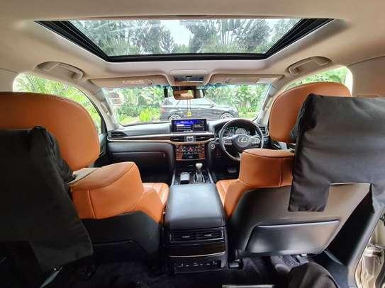 Lexus LX 570 image 5