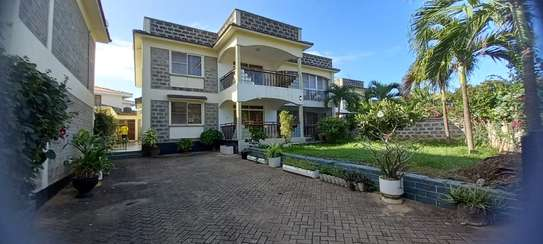 4br Furnished house with SQ for rent in Old Nyali. HR31 image 1