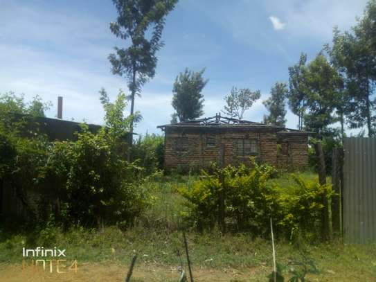 3bedroom on a 1/4acre of land image 3