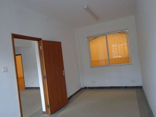 6500 ft² warehouse for rent in Mombasa Road image 13