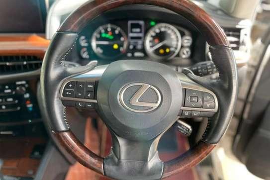 Lexus 570 image 4