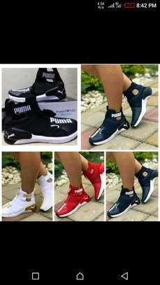 Ladies puma sneakers image 2
