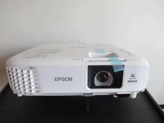 Epson EB-U05 Full HD Projector image 1