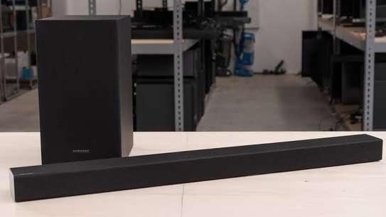 Samsung HW-T450 200W 2.1-Channel Soundbar System image 1