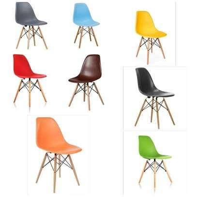 Plastic vistor seat image 3