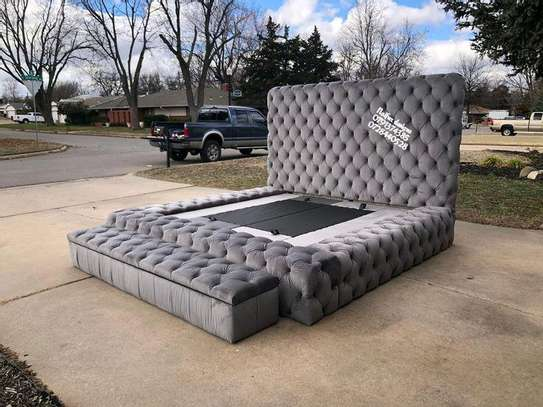 King size beds/6*6 grey chesterfield beds for sale in Nairobi Kenya/Unique beds image 1