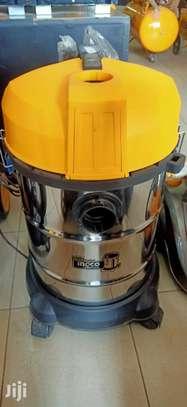30L Vacuum Cleaner image 1