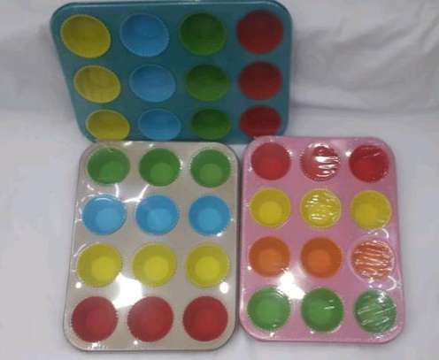 Cake making trays with silicon cups image 1