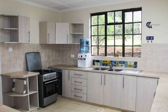 Furnished 2 bedroom house for rent in Old Muthaiga image 9
