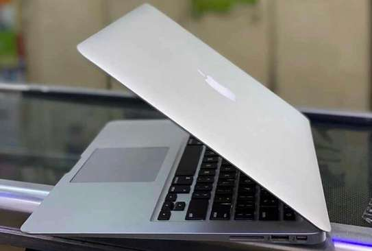 MacBook Air (13-inch, mid 2011)  Processor: 1.7GHz Core i5 image 2