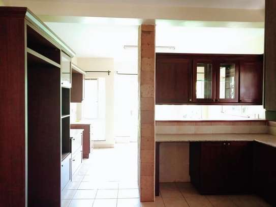 5 bedroom house for rent in Rosslyn image 9