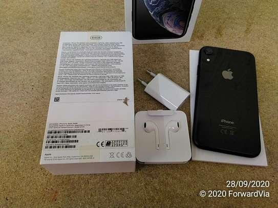 iphone xr 64GB image 2