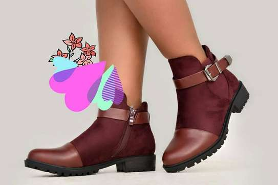 LADIES LEATHER ANKLE BOOTS image 2