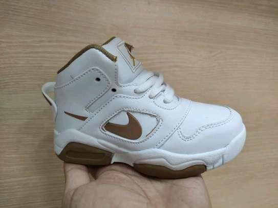 Kids shoe image 3