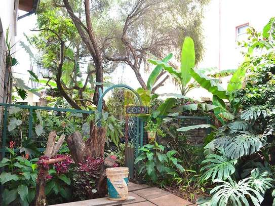 1 bedroom house for rent in Kilimani image 3