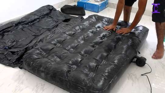 Inflatable bed image 3