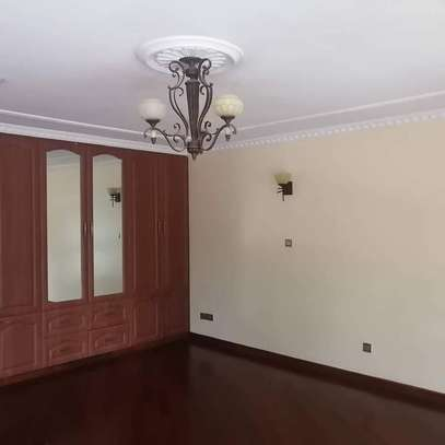 Magnificent townhouse to let in Lavington. It's a 6 bedroom all ensuite image 9