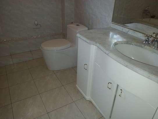 4 bedroom house for rent in Riverside image 14