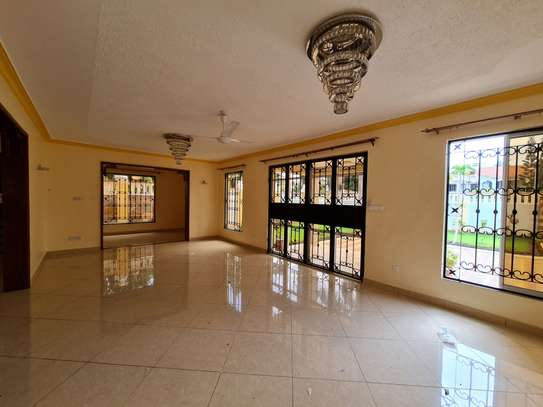 4 bedroom house for rent in Nyali Area image 9