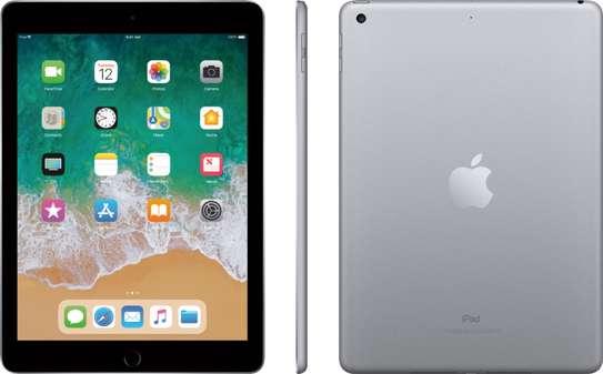Apple iPad 5th Gen A1822 128GB, Wi-Fi , 9.7in - 2017 Model - Grey image 1