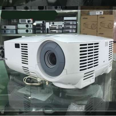 NEC VT580 LCD Home Theater Projector System 2000 ANSI Lumens