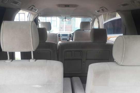 Toyota Alphard image 9