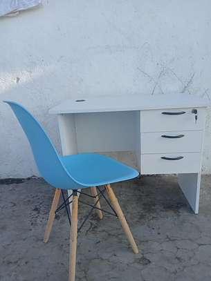 0.9M Desk & Eames Seat image 1