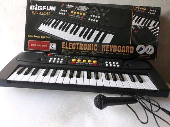 Kids 37 keys piano image 1