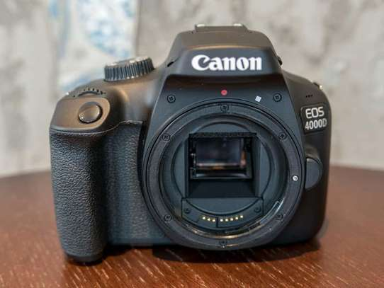 Canon 4000D in  a shop - 2years warranty image 2