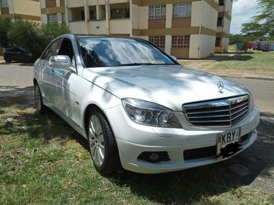 MERCEDES BENZ C200. AT A GOOD DEAL PRICE! image 7
