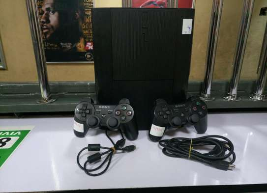 Ps3 ex Uk in mint condition with 10 games and 2pads