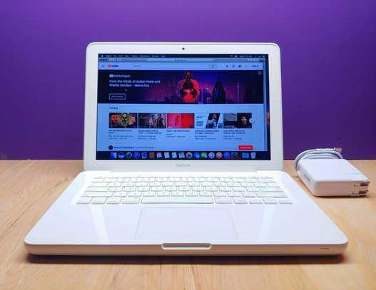 Apple Macbook 13 Inch Laptop Computer   250Gb Hd image 2