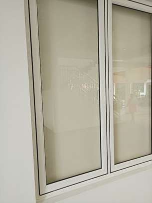 Frameless partition and aluminium windows image 7