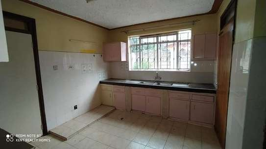 5 bedroom house for rent in Mountain View image 4