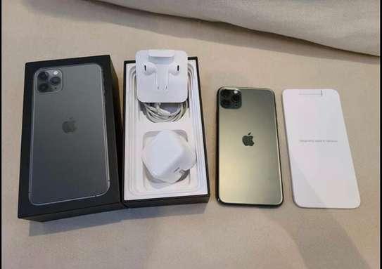 Iphone 11 pro *Luminous Green* image 3