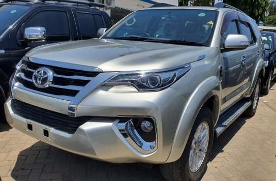 Toyota Fortuner image 1