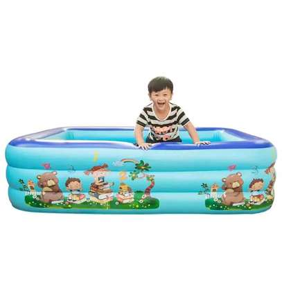 Inflatable swimming pool with electric pump. image 1