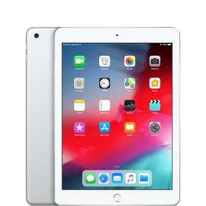 iPad 6th Generation WiFi + cellular image 1