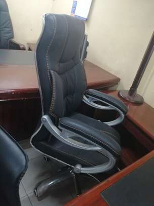 Executive high back office chair image 7