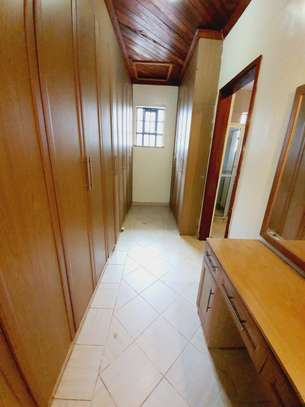 5 bedroom house for rent in Lavington image 8