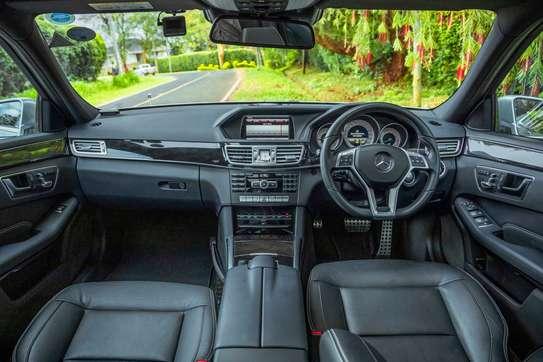 Mercedes-Benz E300 image 6