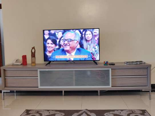 Selling TV stand in mint condition - Expat moving