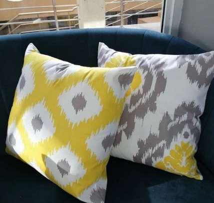 throw pillows image 1