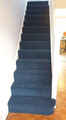 BLUE Wall to wall carpets image 5