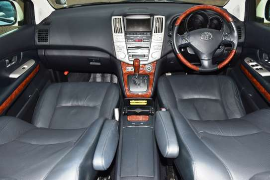 Toyota Harrier image 15