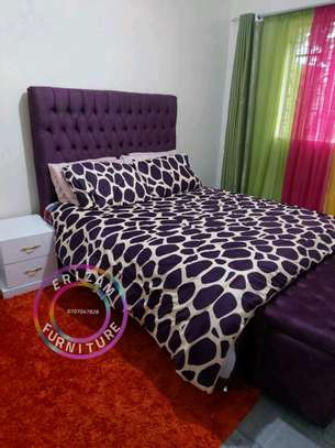 5by6 buttoned bed image 1