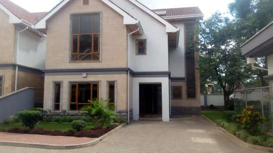 5 BEDROOM CORNERHOUSE FOR SALE IN LAVINGTON