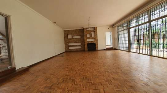5 bedroom house for rent in Nyari image 2