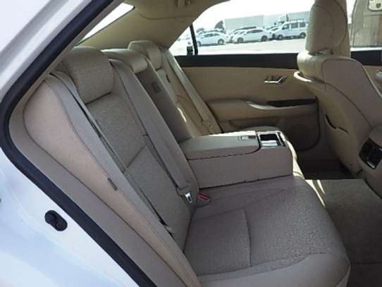 Toyota Crown image 5