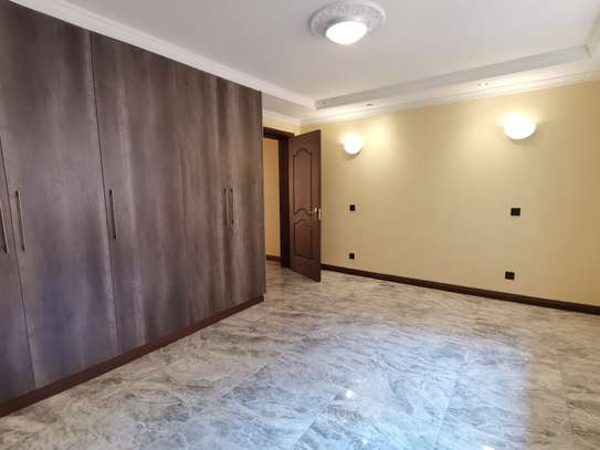 NEWLY BUILT CONTEMPORARY 4 BEDROOM TOWNHOUSE WITH DSQ image 9